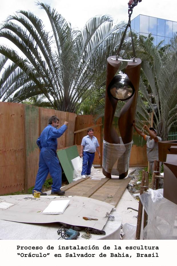 """Instalación de la escultura """"Oráculo"""""""